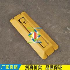 厂家供应防压槽一体成型加厚车位锁地锁三角锁反光停车位占位锁