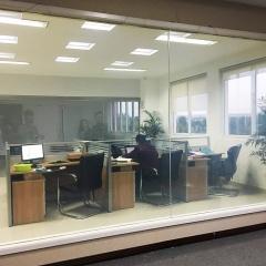 调光玻璃 通电透明断电玻璃 声控手机App控制玻璃可定制