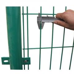 厂家直销低碳钢丝浸塑高速公路双边丝护栏网小区果园双边丝护栏网