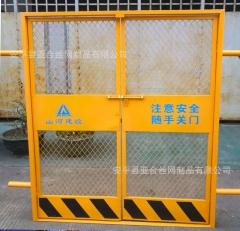 电梯安全防护门 内蒙古通辽直供建筑电梯门 工地楼层人货钢板网门